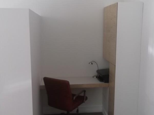 <span>Desk/ Office Space</span><i>→</i>