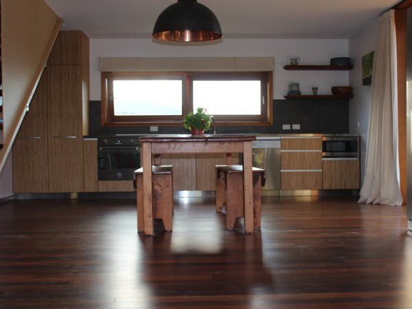 <span>Industrial Kitchen, Queenstown</span><i>→</i>