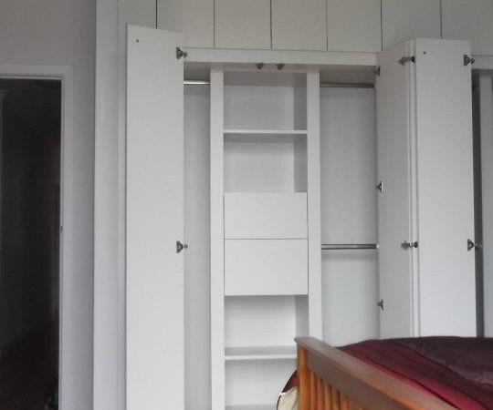 <span>Wall Wardrobe</span><i>→</i>