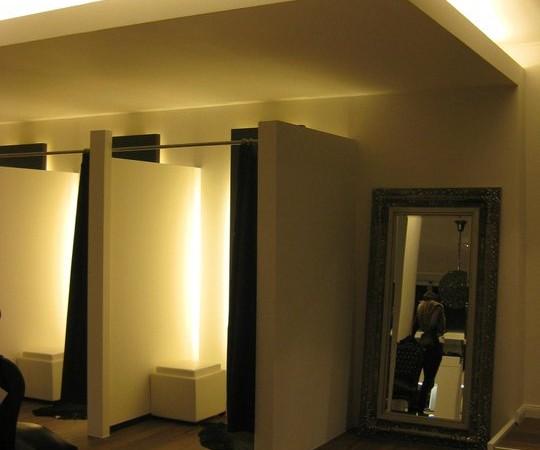 <span>Changing Rooms</span><i>→</i>