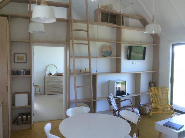 <span>Curio Bay House, Kitchen</span><i>→</i>