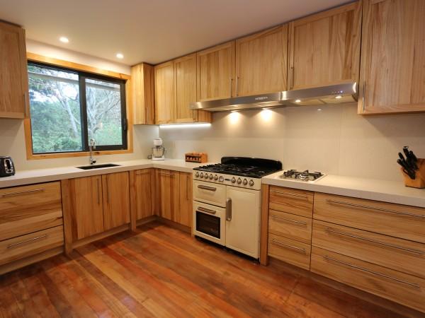 <span>Eucalyptus Country Style Kitchen</span><i>→</i>